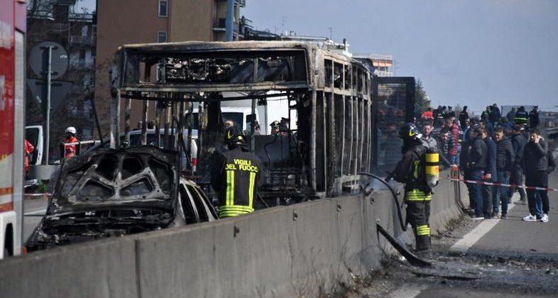 Voznik ugrabil avtobus z otroki in ga zažgal:…