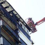 Dva dni po požaru delavci hiteli s sanacijo strehe