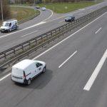 Pri Vrhniki oseba z nadvoza skočila na avtocesto