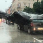 Močne nevihte zajele Slovenijo, v Ljubljani odneslo streho