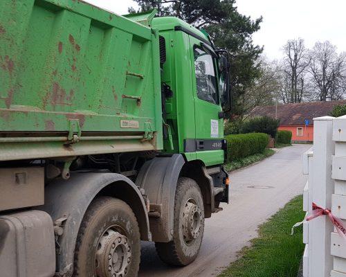 Šmarčani že dve leti talci Jankovičevih večtonskih tovornjakov