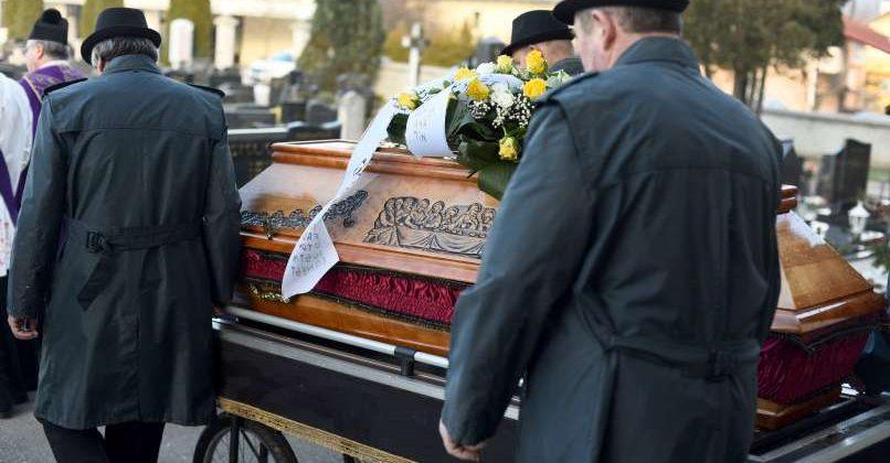 Koliko stane pogreb: najcenejši je raztros pepela, najdražji…
