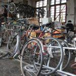 Policija išče lastnike koles, ki so jih odkrili v tovarni…