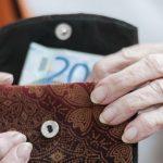 Če imate do 525 evrov pokojnine, boste dobili toliko letnega…